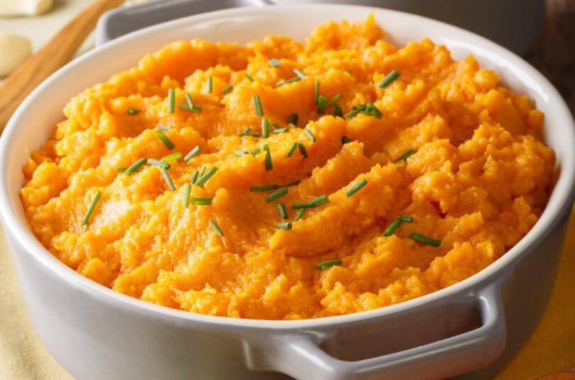 Purée de patate douce, carottes et blanc de poulet