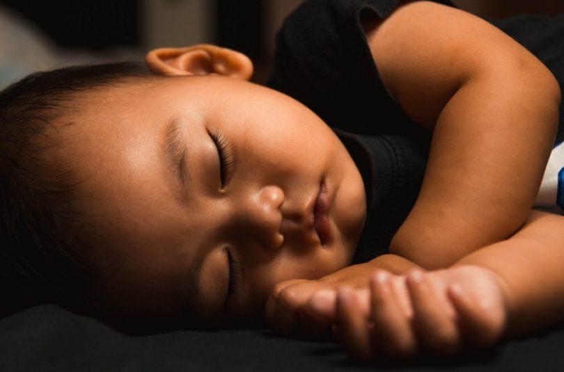 Combien de temps doit bien dormir mon bébé ?
